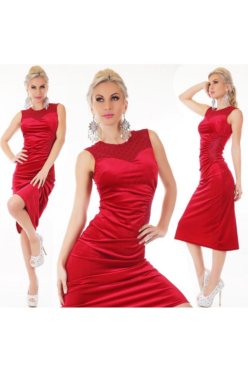 f6d0549a642b Spoločenské zamatové šaty bez rukávov s krajkou v dekolte a na chrbáte.